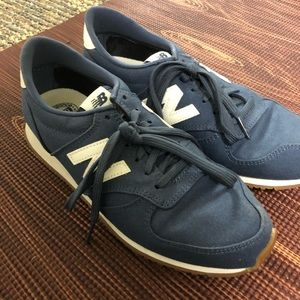 barely worn new balance 420 shoes